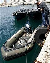 Llegada patera a puerto (foto archivo)