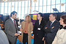Representantes del Hospital Quirón con el alcalde la Torrevieja