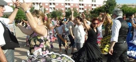 Las sevillanas un baile popular que arraigo en Torrevieja hace muchos años. Hoy tenemos que batir el record