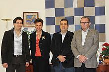 Luis M. Pizana con los firmantes del convenio