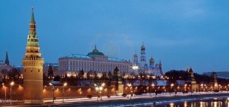 Vista nocturna de Moscú, con el Kremlin y las catedrales de invierno