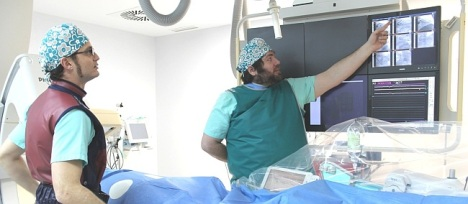 Dcha Dr. Pablo Cerrato, izqda Dr. Francisco Torres - Sala Hemodinámica Hospital del Vinalopó