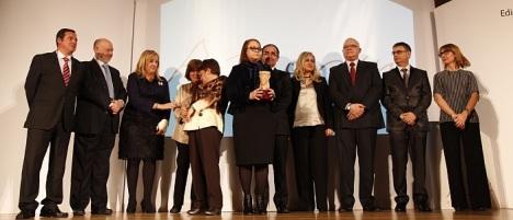 Zóe Valdes, en el centro, también Gano el Premio de Novela Ciudad de Torrevieja