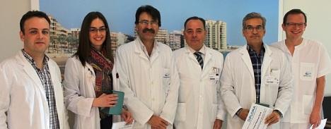 Los premiados junto al Director Médico y Presidente de la Comisión de Docencia