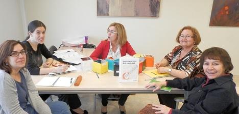 participantes en una de las sesiones dqu s imparten en el  C.C. Virgen del Carmen