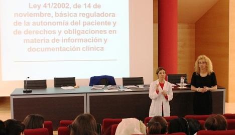 Aspecto del Salón de Actos del hospital durante el curso
