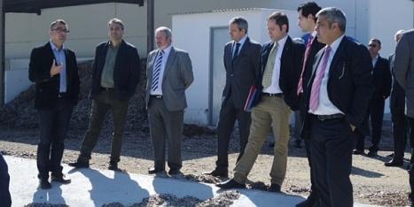 Alcaldes de la zona, durante su visita a las instalaciones de la UMH