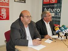 Antonio Ruiz y Ándel Sáez (PSOE) ayer en rueda de prensa