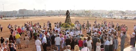 Imagen de los alrededores del Puerto de Poniente a la llegada por mar del Cristo de Medinacelli, hace mañana un año
