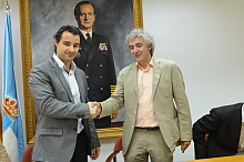 El alcalde y el director del centro sellan el acuerdo