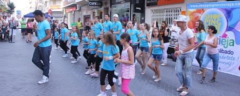 El baile en la calle, una actividad de las muchas que ofrece Torrevieja Abierta en Sábado