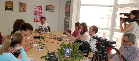 Javier Manzanares ayer en la rueda de prensa