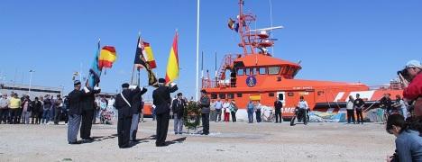 Izado de las banderas, el año pasado en Torrevieja