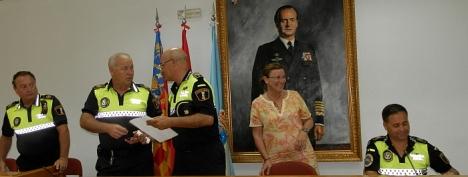 Agustoina Esteve y los mandos policiales encargados de la protección infantil ayer