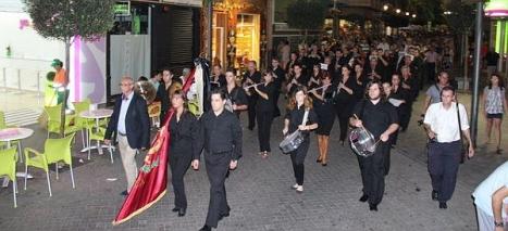 """Pasacalles de la banda de Música de la Sociedad Musical """"Ciudad de Torrevieja"""" (Archivo)ñ"""