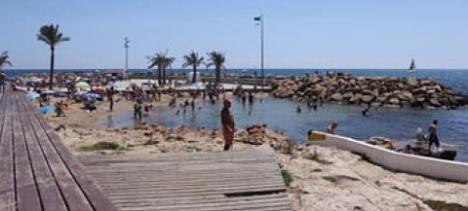 Una de las piscinas naturales del Paseo Juan Aparicio de Toirrevieja