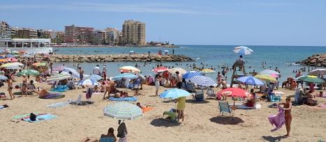 Playa en Torrevieja con vigilancia este verano