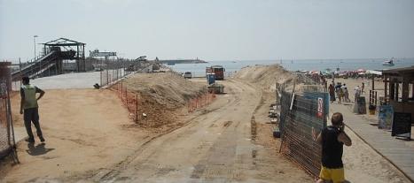 Espigón del puerto de poniente, en obras. Aquí se ocnstuirá un gran paseo, que acabará en un mirador