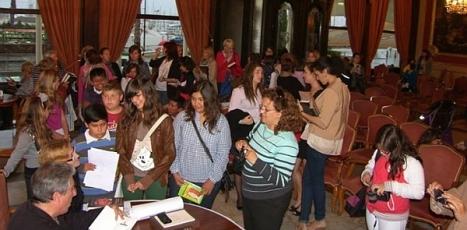 Aspecto del Casino, durante la firma libros organizada por el Ambigú
