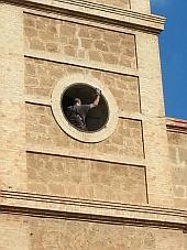 Inusual imagen de la torre de la Inmaculada, sin el reloj, que seria repuesto el pasado jueves