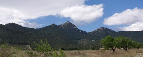 Panorámica de la Sierra del Maigmó de Alicante, una de las primeras rutas
