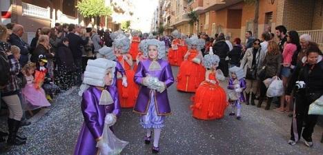 El carnaval torrevejense muestra toda su imaginación el desfile concurso del sábado (Archivo 2013)