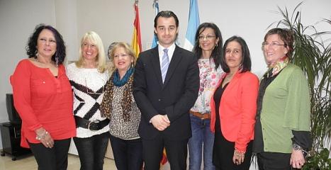 El alcalde y la concejal de participación ciudadana, con la expedición gala