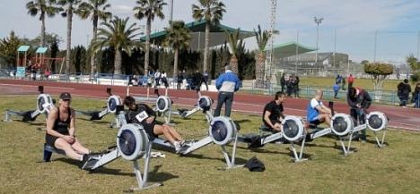Un grupo de atletas realizan las pruebas de remoergómetro (Archivo)