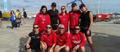 Las senior del C.R. Marina Salinas con Moncho Ferrer