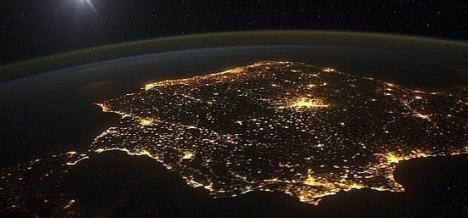 La luz de la península vista desde el cielo