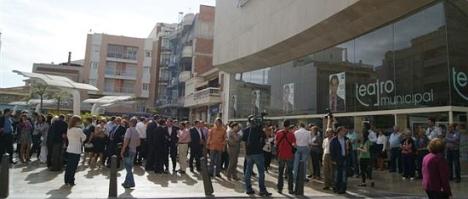Aspecto de la entrada al teatro en el Mitin electoral de 2011