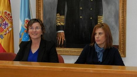 Agustina Esteve y la técnico, Belén Gómez en el momento de la presentación de la nueva Web