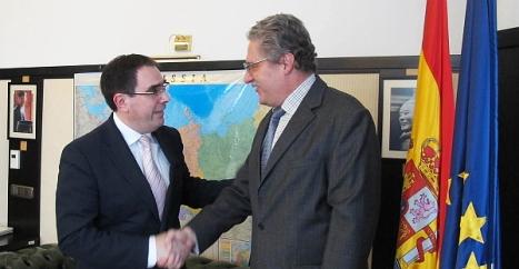Albaladejo con el cónsul de Moscú,