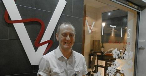 Víctor Por, en la fachada de Vinit