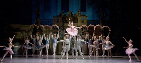"""Escena de """"La Bella durmiente"""" (Foto Ballet de Moldavia)"""