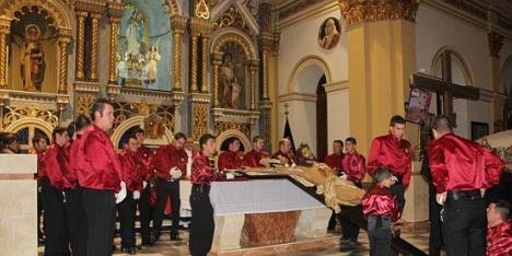 Bajada y Besapié del Cristo Crucificado (2013)