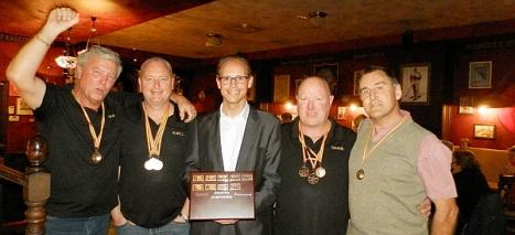 Varios miembros del Club Bowlinr Torrevieja, en la entrega de Trofeos fin de temproada