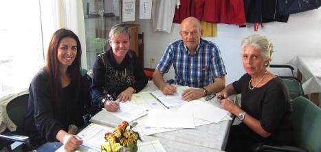 Firma del acuerdo entre Apymeco y el Club Nórdico de Torrevieja