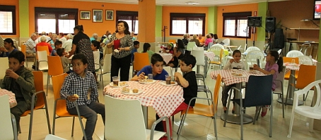 """Una veintena de niños merendaron el Cemtro de la Tercera Edad """"Restituto Marroquí"""""""