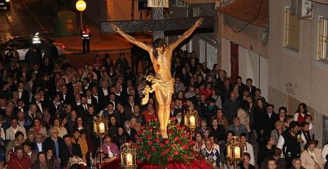 El Cristo Crucificado presidiendo el Solemne Vía Crucis