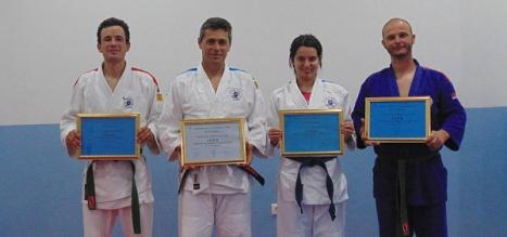 Los galardonados con sus diplomas