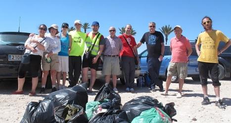 Los participantes en la limpieza el pasado domingo