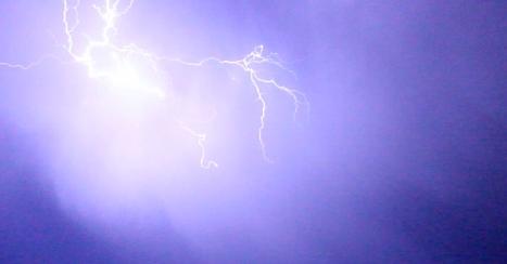Imagen captada anoche, durante la tormenta sucedida mientras se pronunciaba el Pregón de la Semana Santa