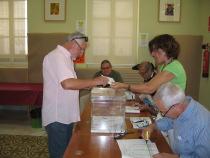 J. Manuel Dolón, votó en la Biblioteca Municipal