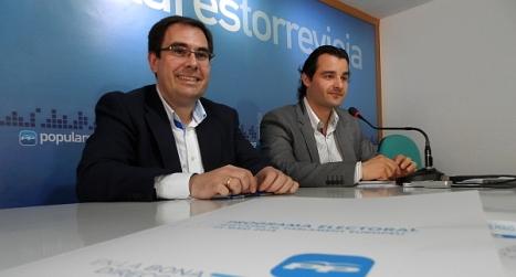 El presidente del PP local, Eduardo Dolón y el Secretario General, Joaquín Albaladejo