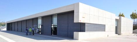 Edificio que alberga el Gimnasio Municipal