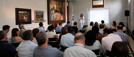 Elena Pedrosa, clausurando el curso de redes sociales para ayuntamientos