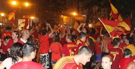 Torrevieja se echó a la calle la noche del 11 de julio de 2010 . La plaza de Waldo Calero se tiño de rojo y fuego para celebrar la conquista del Primer Mundial de España
