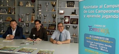 De izd. a dcha.: Javier Serranos, Luis María Pizana y Manuel Jiménez