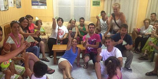 Miembros de Stop Desahucios Torrevieja en su sede de Padre Roda, 5